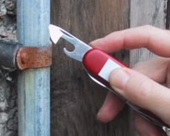 Swiss rmy Knife thumb across screen